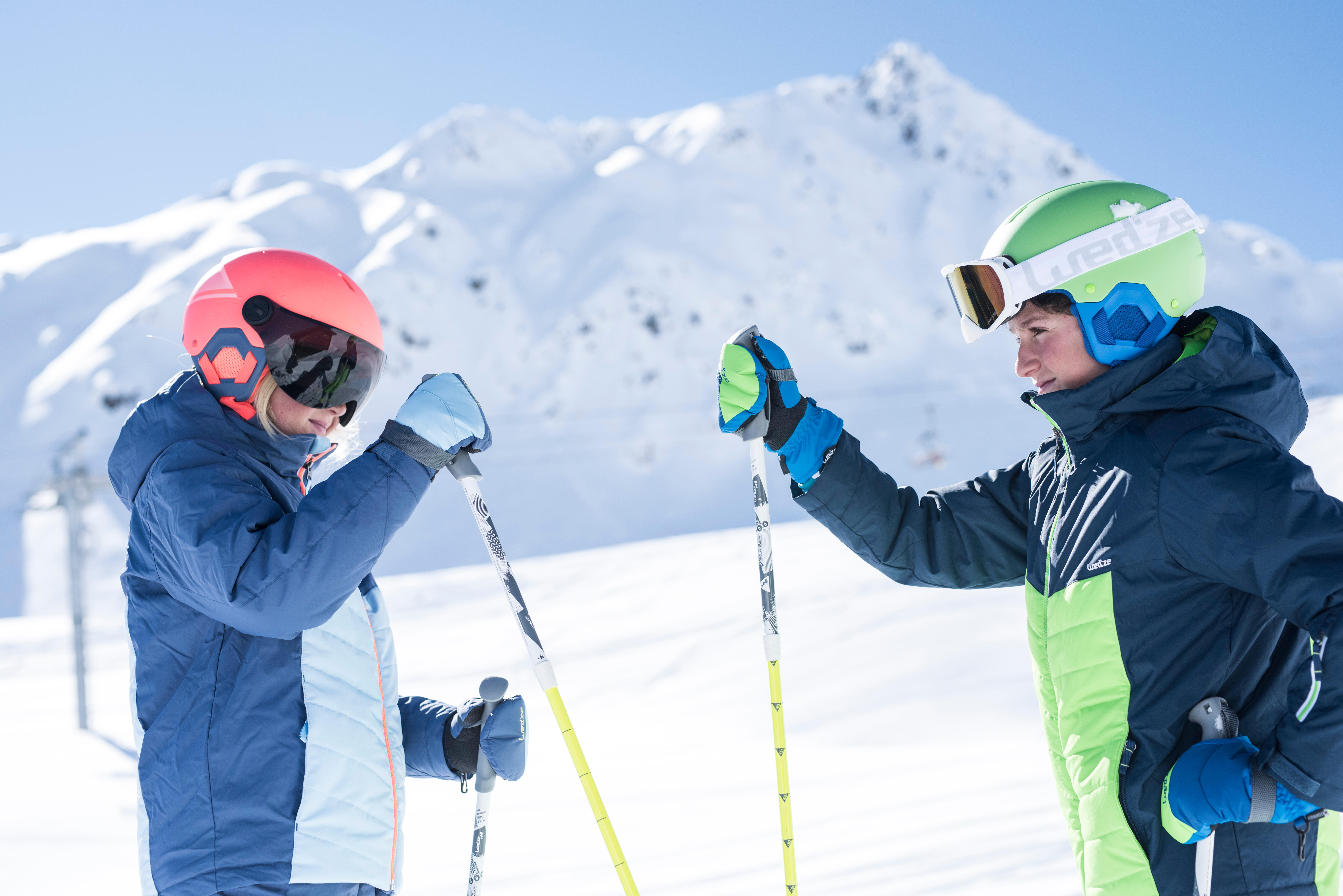 How do I select Junior skiing gloves or mittens?