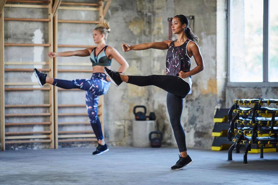 leg kick exercise