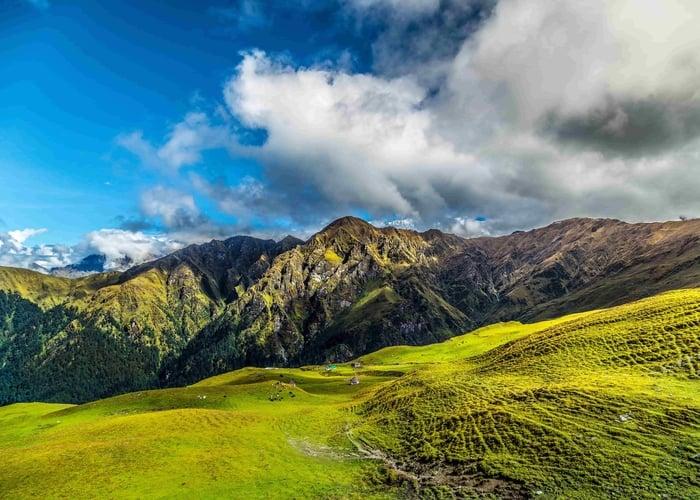 roopkund  trekking in Indian himalayas