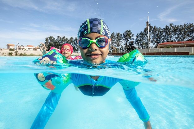 How to Introduce Your Child to Swimming?
