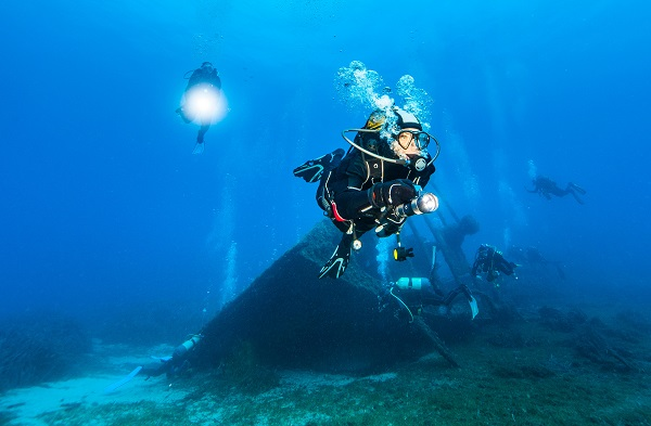 discover new world with scuba