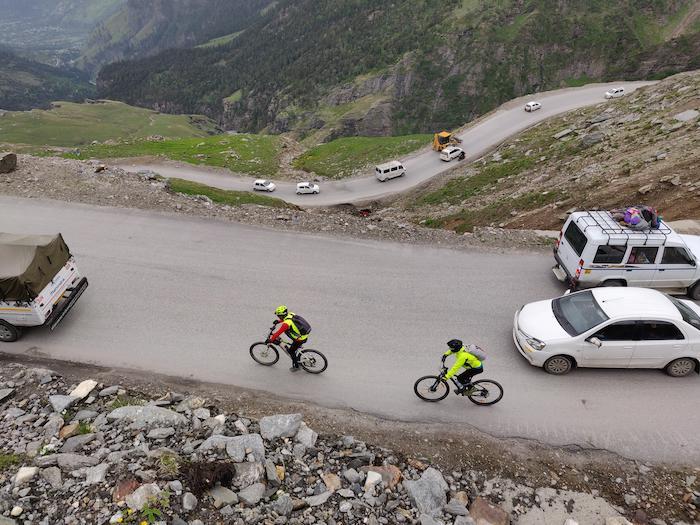 Manali to leh group cycling