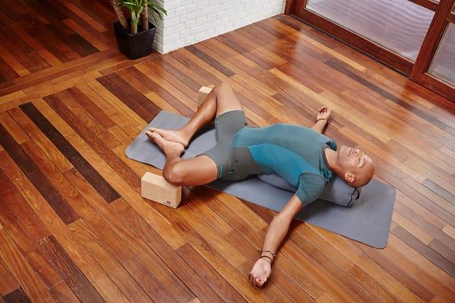 mental benefits of restorative yoga