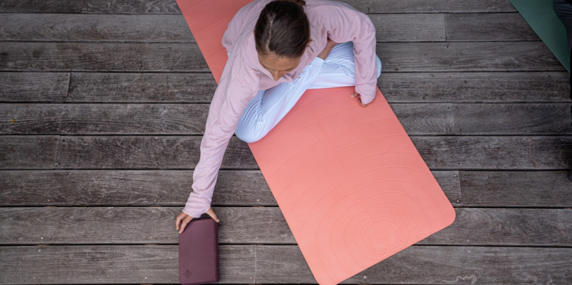 10 ways to use a Yoga Block to improve you practice | Blog Decathlon