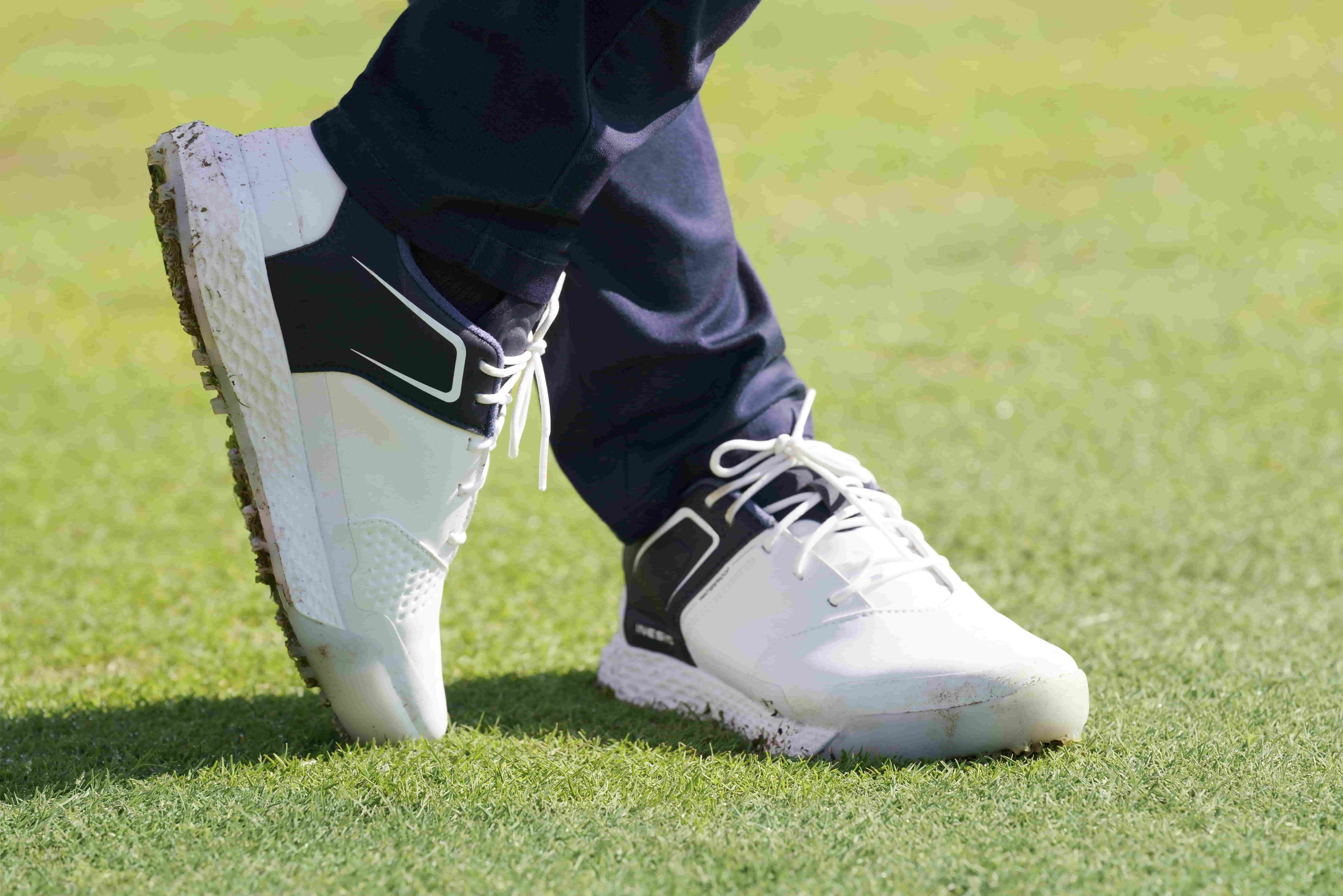 Choose the Best Golf Shoes for you