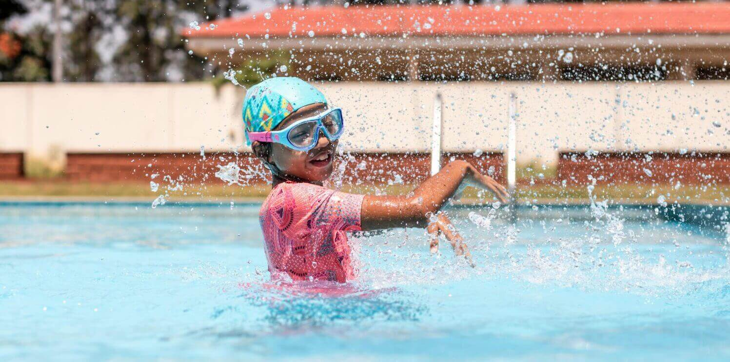 30 Best Swimming Pool Games For Kids & Adults - Blog Decathlon