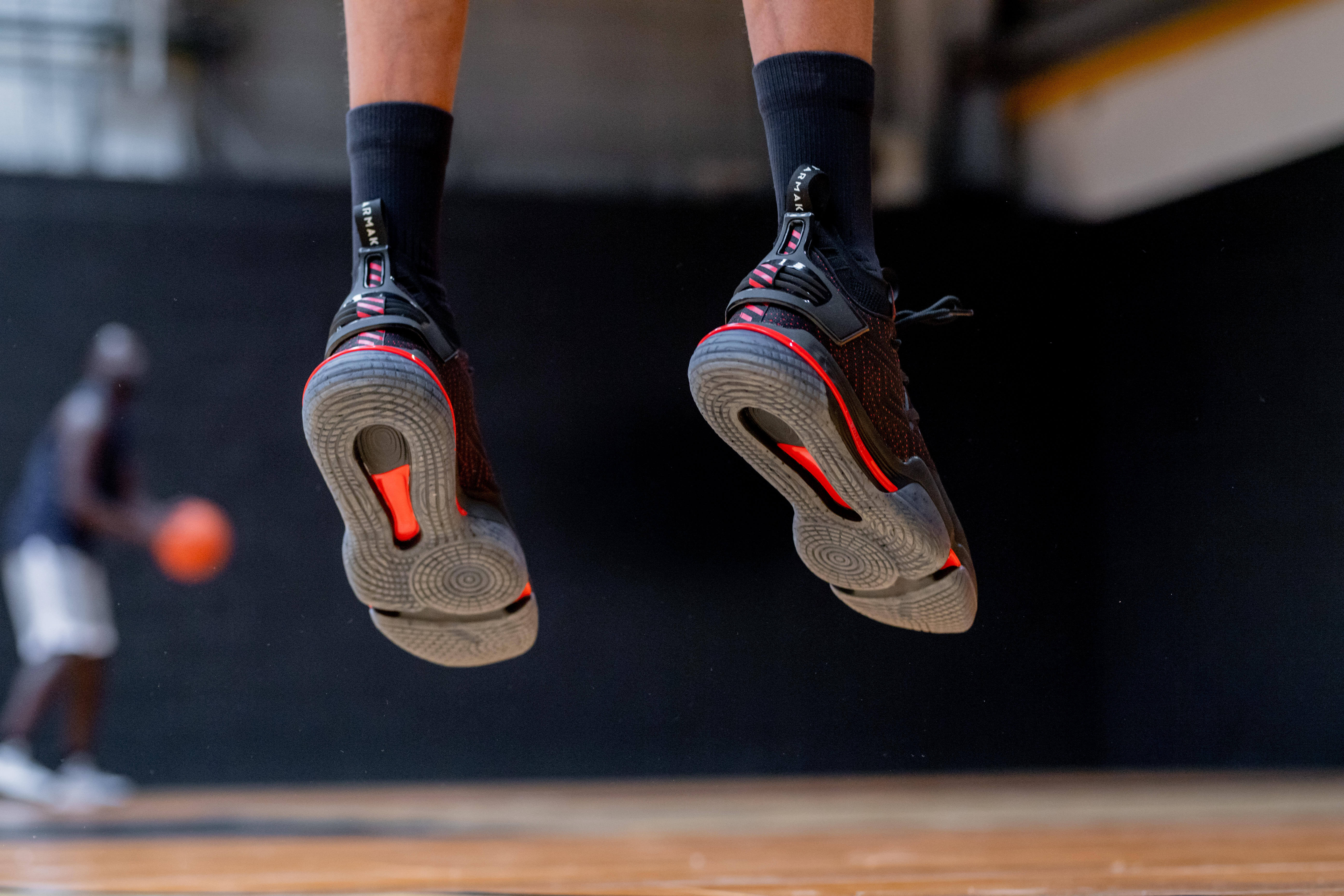 How To Choose Your Basketball Shoes (Buyer's Guide)