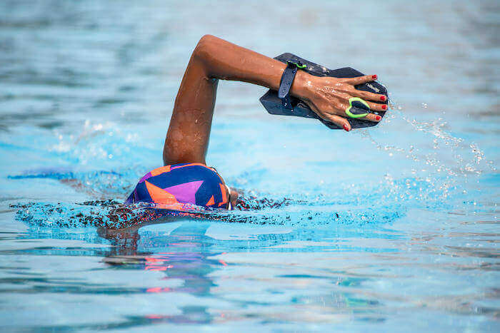 How to Choose Swimming Hand Paddles (Buyer's Guide)
