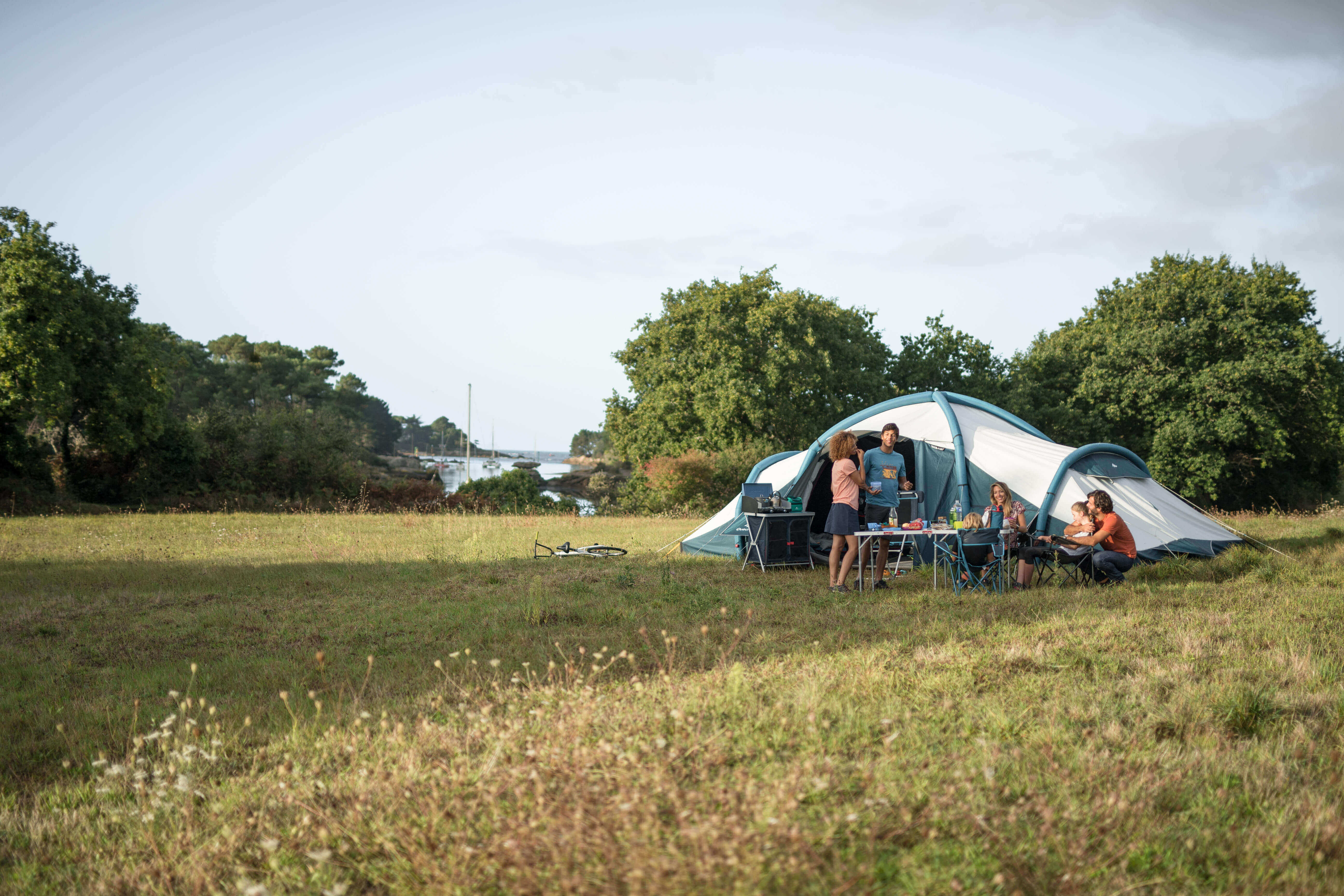 The Ultimate Camping Checklist (8 Essential Items)