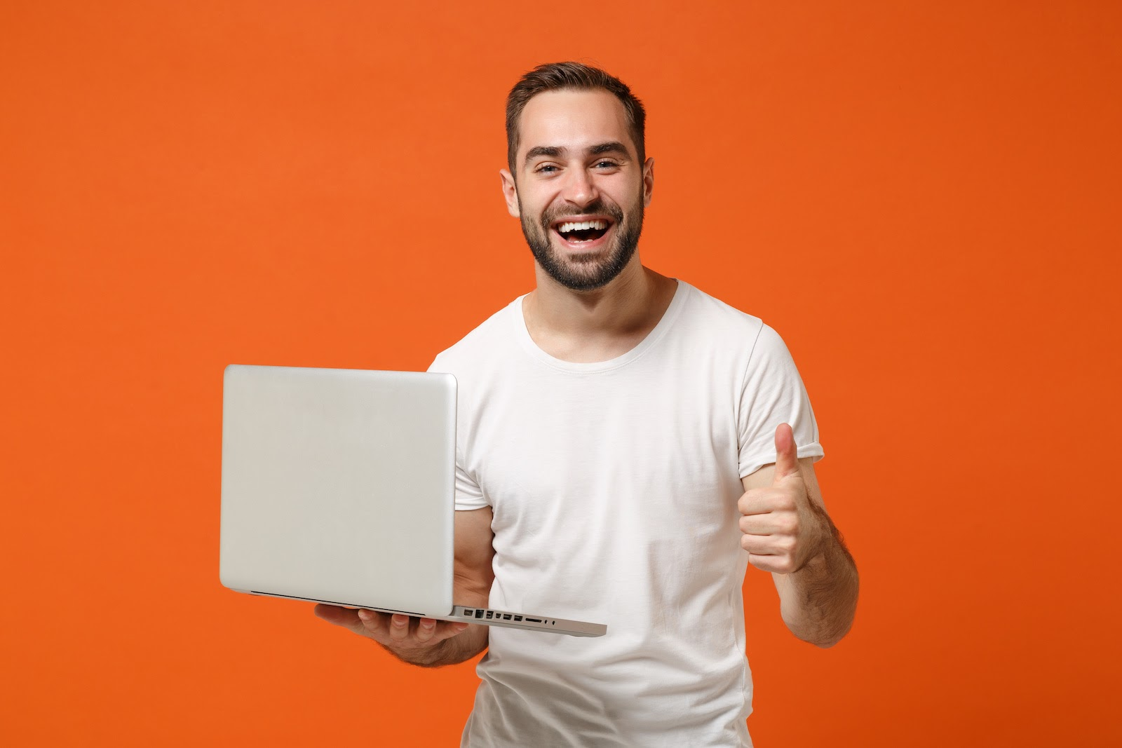A man gives a thumbs up while participating in a virtual breakout session on his laptop