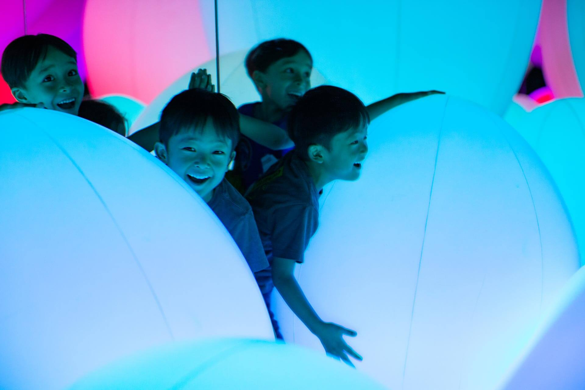 Kindergarten Students Play on Large, Inflatable Spheres at teamLab