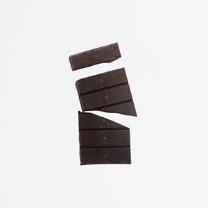 Tablette de chocolat noir 88% cassée