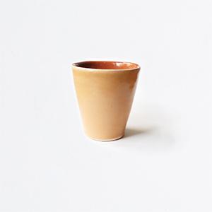 Tasse en céramique jaune