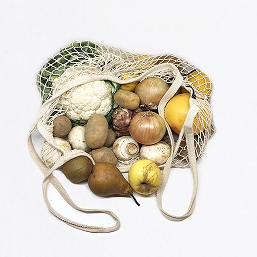 Moyen panier de fruits et légumes bio