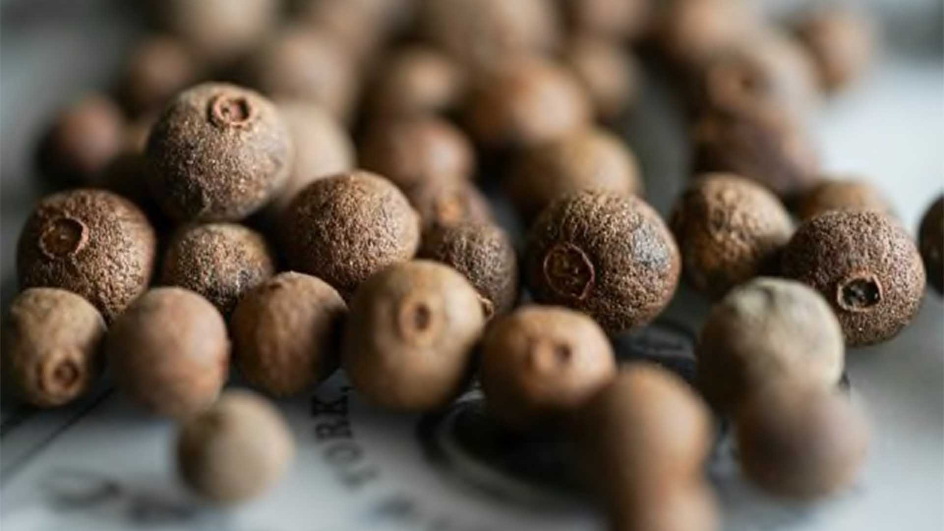 piment jamaïcain mélange quatre épices
