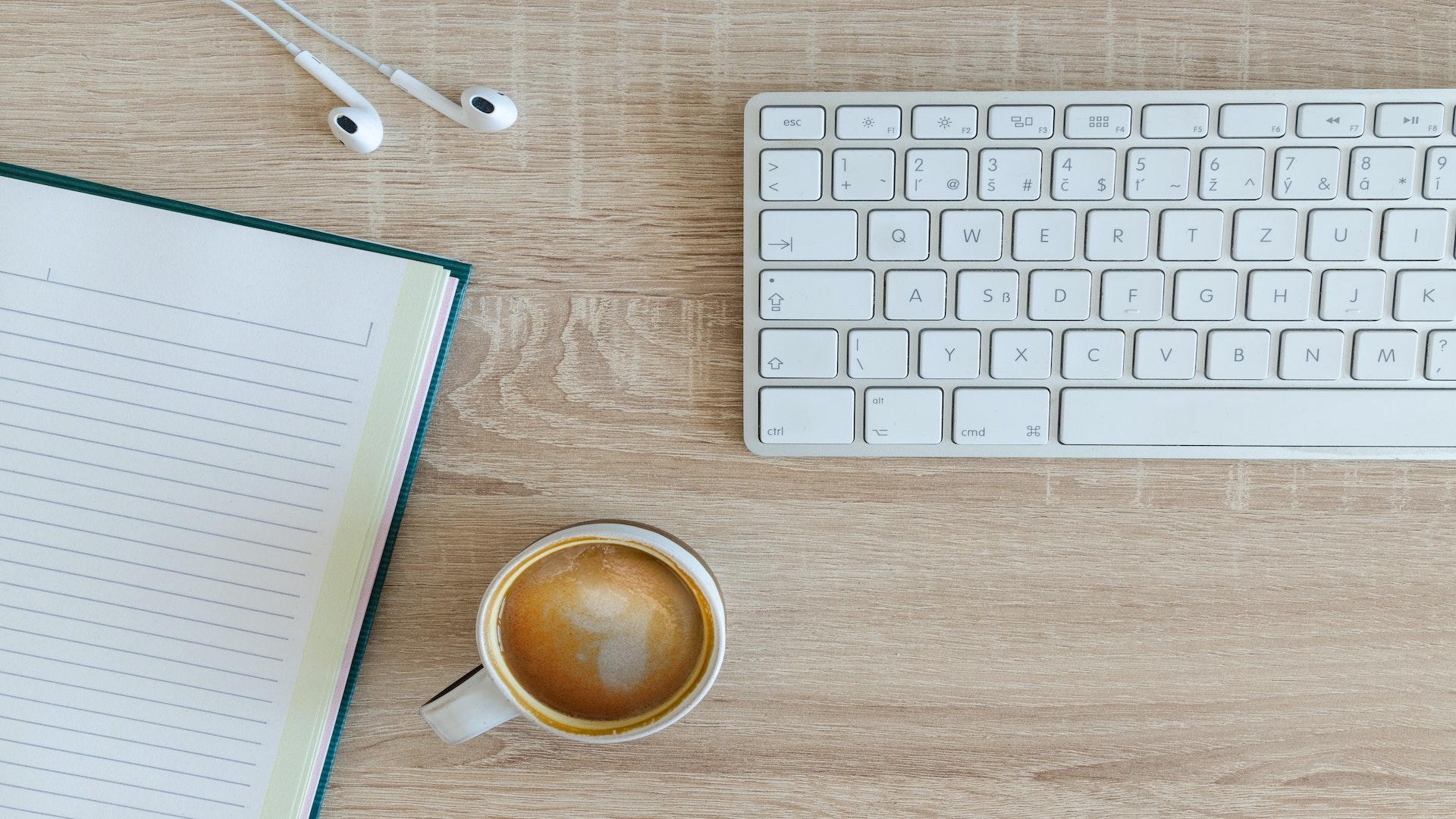 clavier et café pause zéro déchet