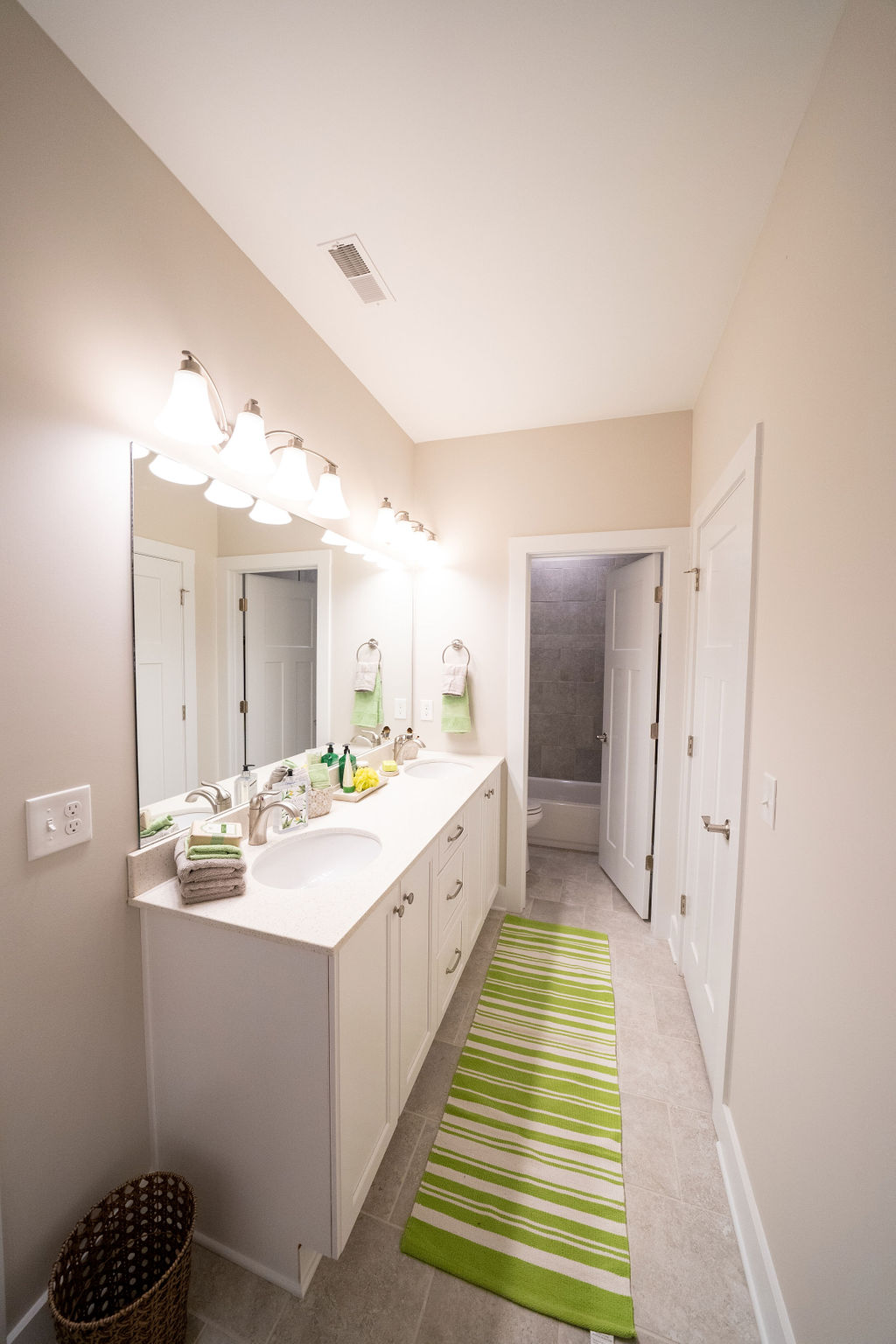 Double vanity bathroom sinks