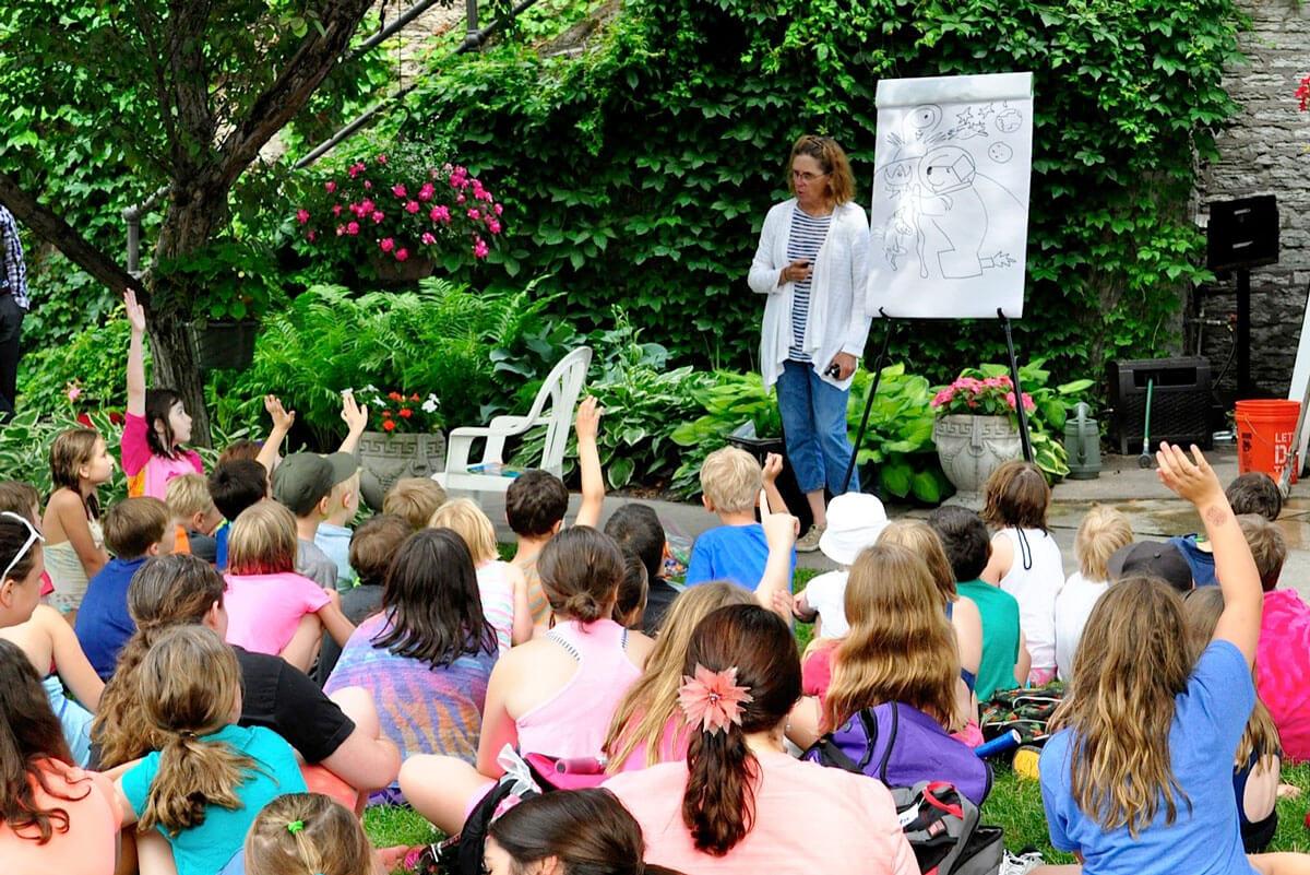art instructor teaching children