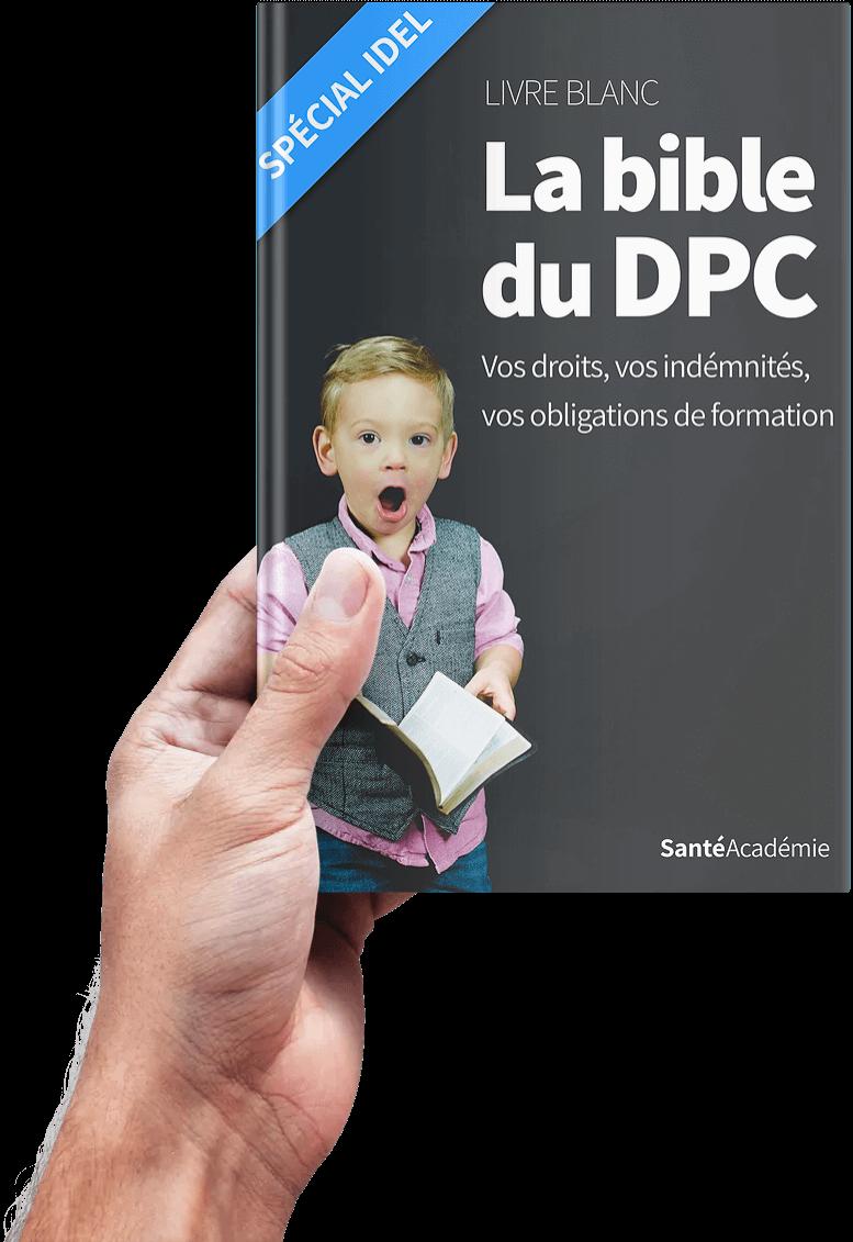"""Main tenant le livre blanc nommé """"La bible du DPC Spécial IDEL"""" écrit par Santé Académie"""
