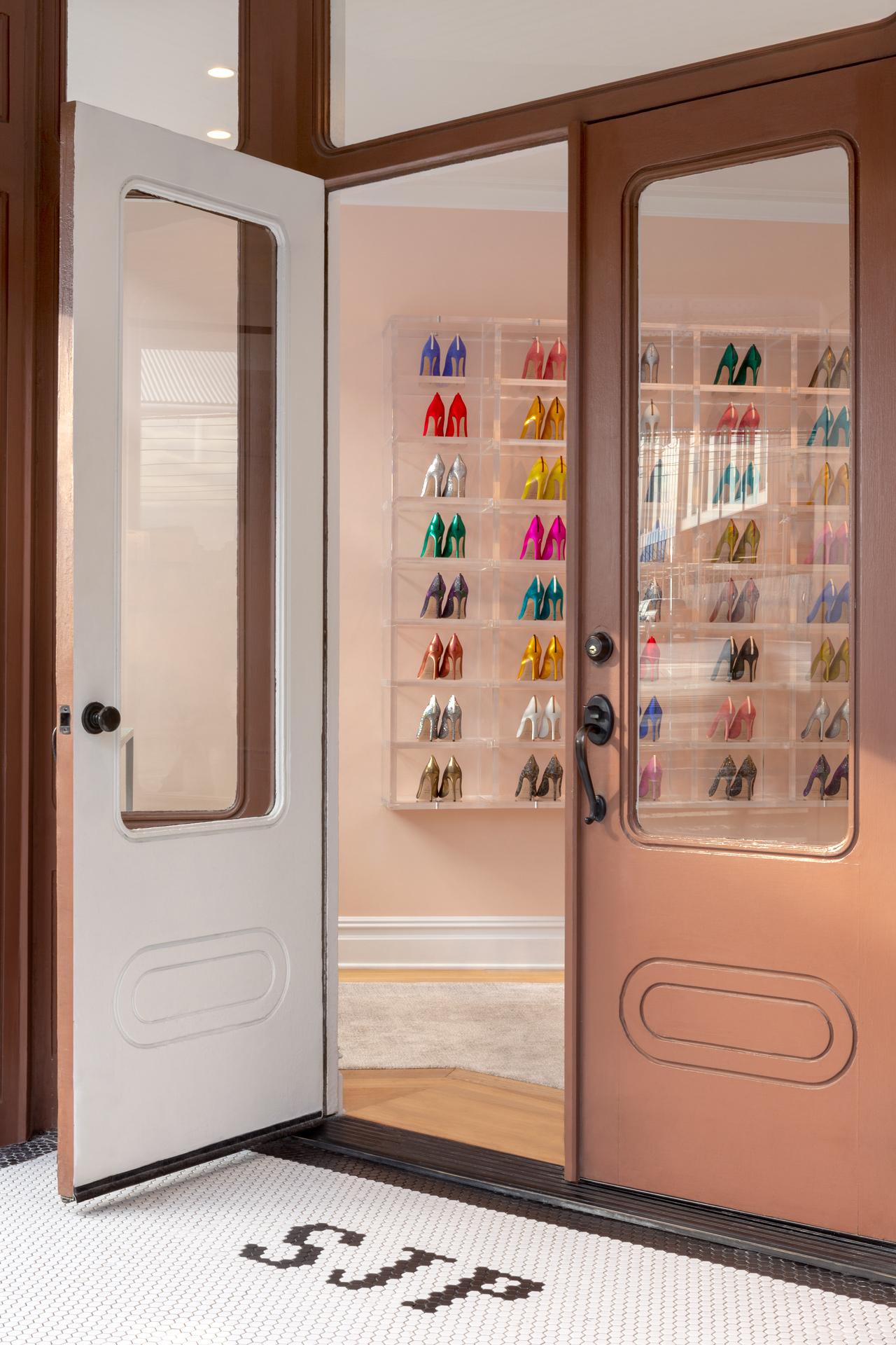 SJP by Sarah Jessica Parker retails store interiors design