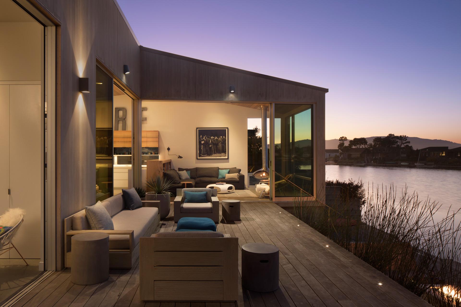 Lagoon House property
