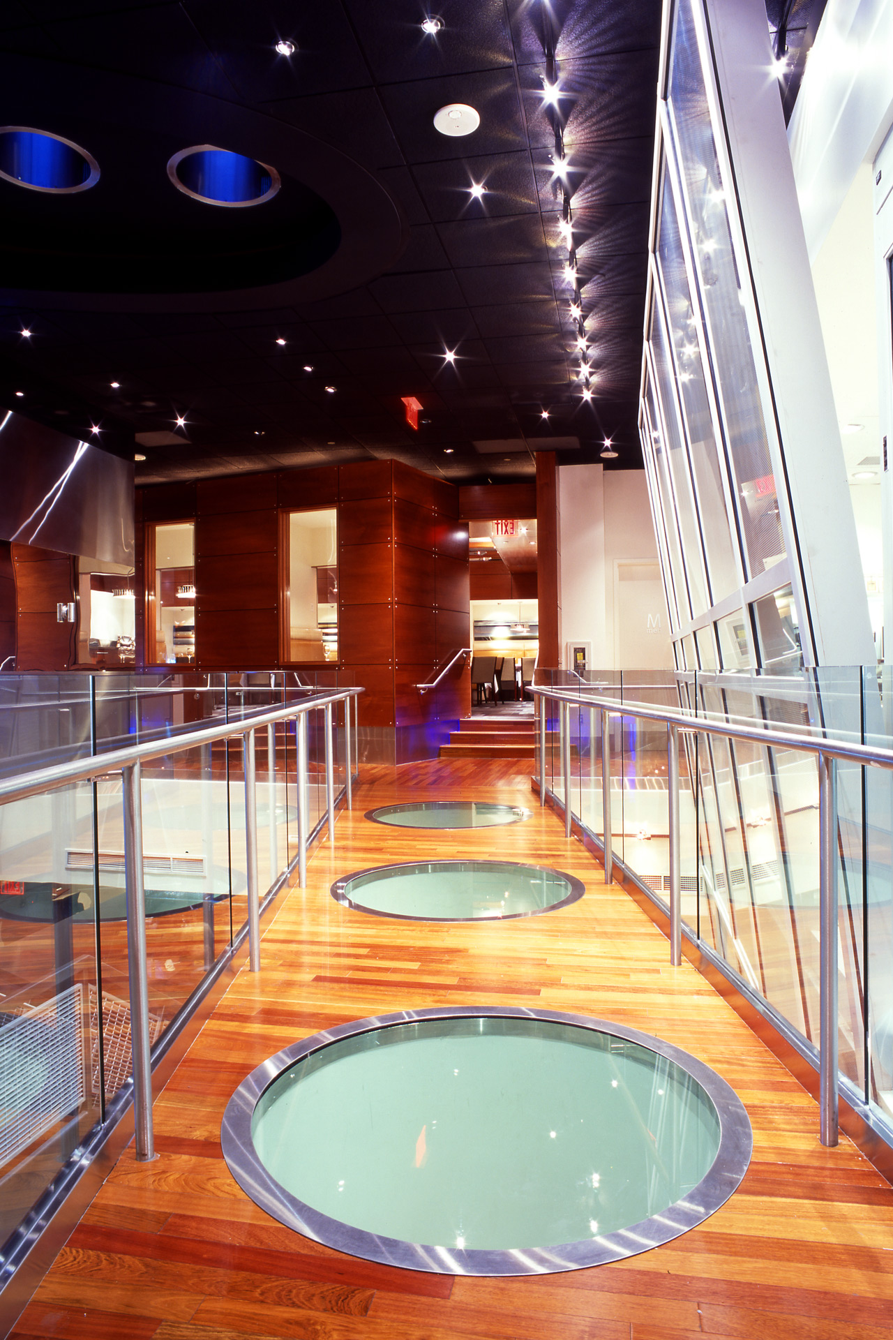 RM Seafood restaurant architecture