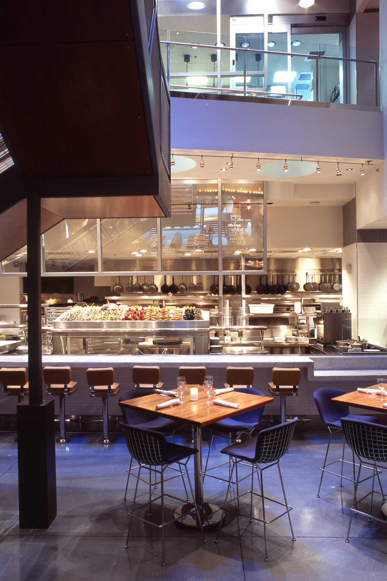 RM Seafood restaurant modern design