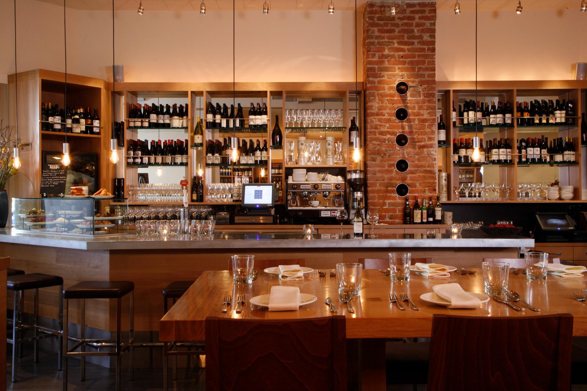 Terzo restaurant decor