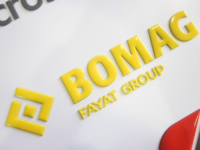 Super domed decal of the Bomag logo