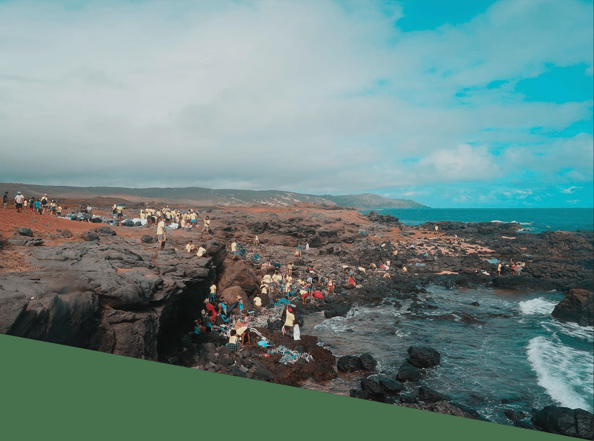 Sustainable Coastlines Hawaii shoreline cleanup