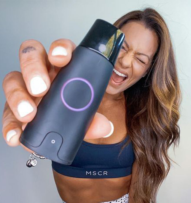 A woman show her Lumen device.