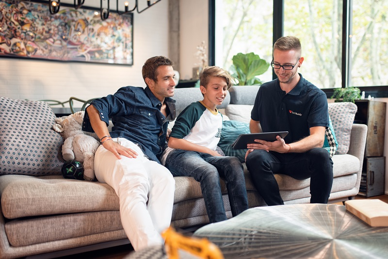 En TechBuddy hjälper familj med nätverk