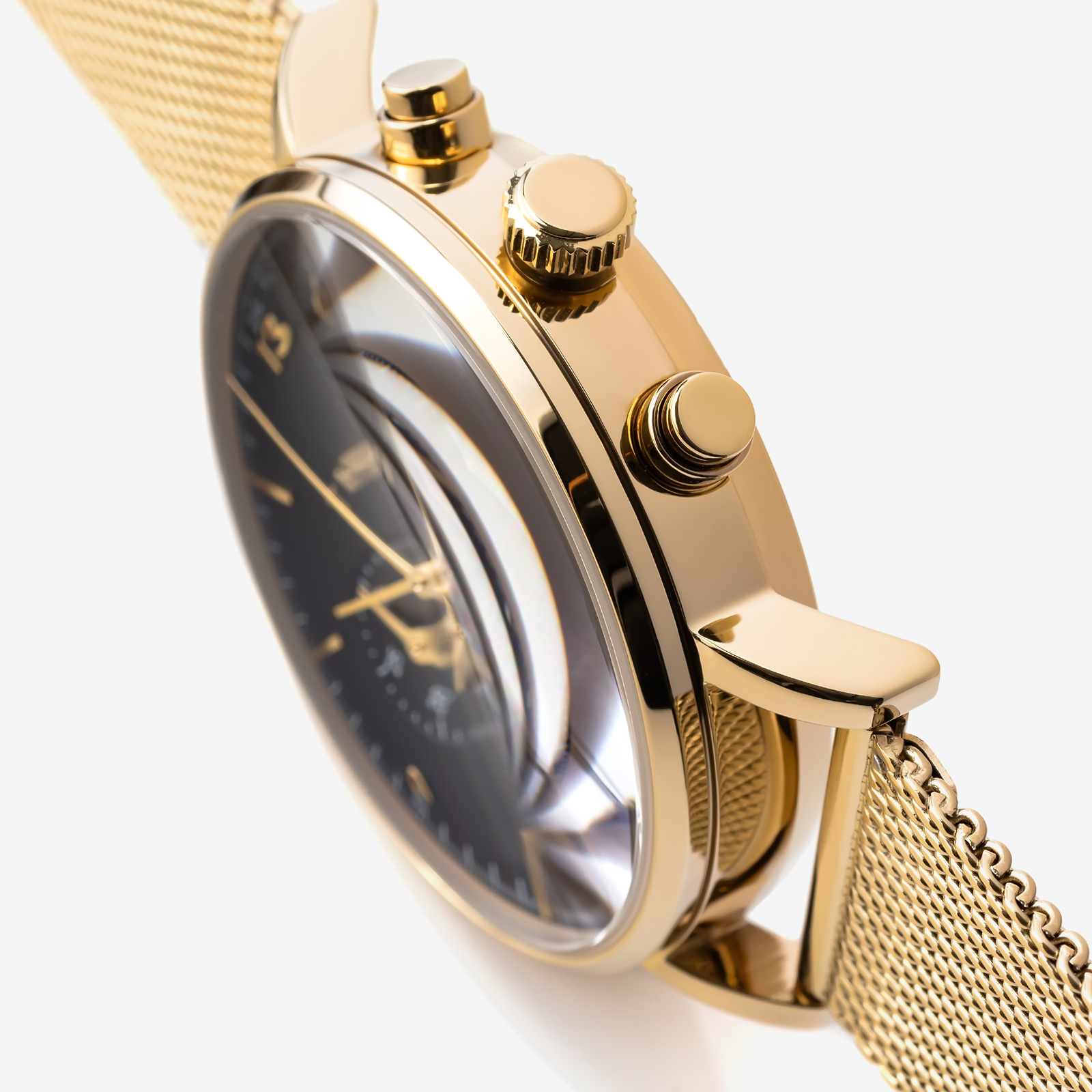 Golden watch product photo