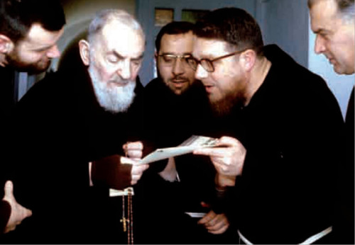 monse帽or essef con padre pio