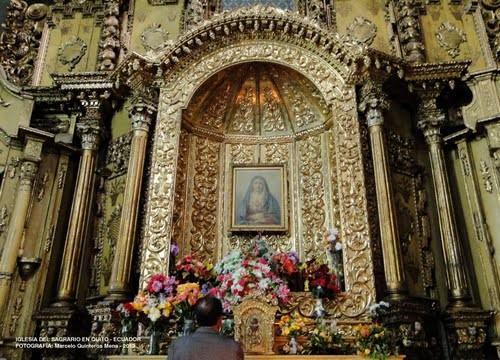 altar principal de la iglesia san francisco de quito