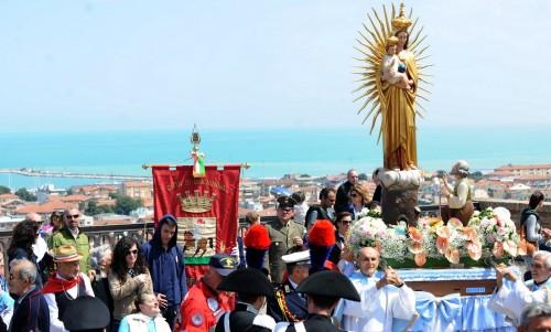procesion madona dello spelndore fondo