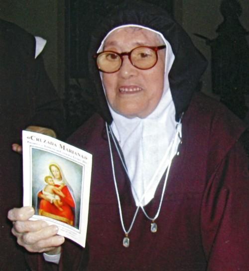 hermana-lucia-con-virgen-encuentro1