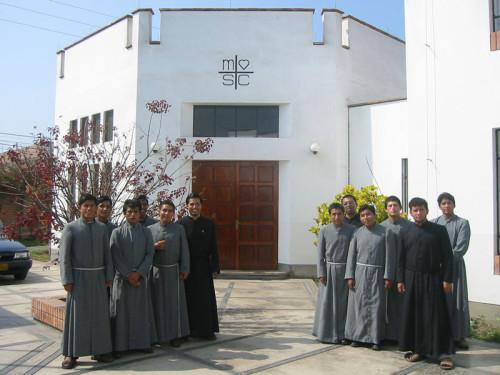 seminaristas de los misioneros del sagrado corazon en peru
