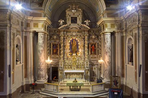 altar de la iglesia de madonna de ozegna