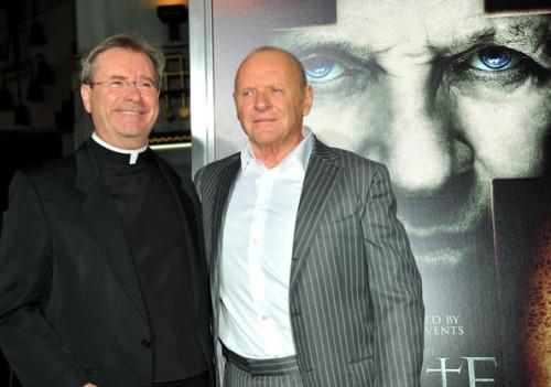 Fr Gary Thomas con Anthony Hopkins