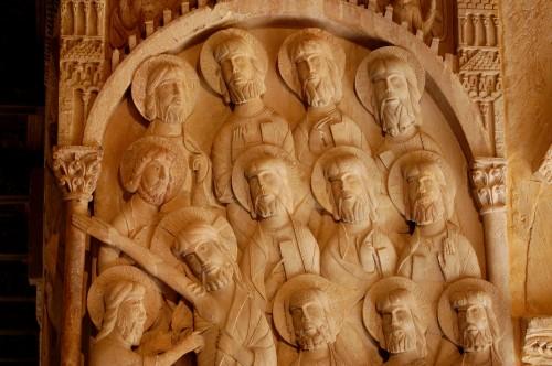 estatua jesus y los 12 apostoles fondo