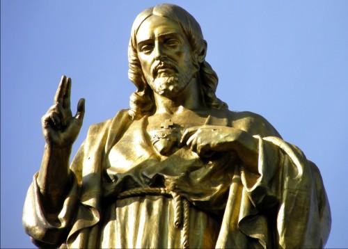 estatua sagrado corazon fondo