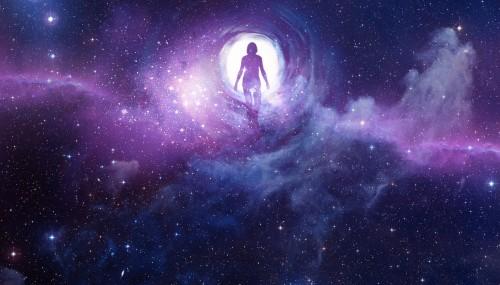 imagen de mujer entrando en las galaxias fondo