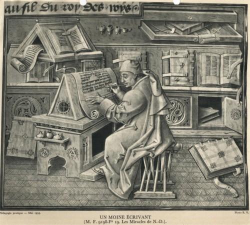 monje escribiendo libro