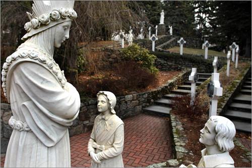 estatua de la salette con pastorcitos