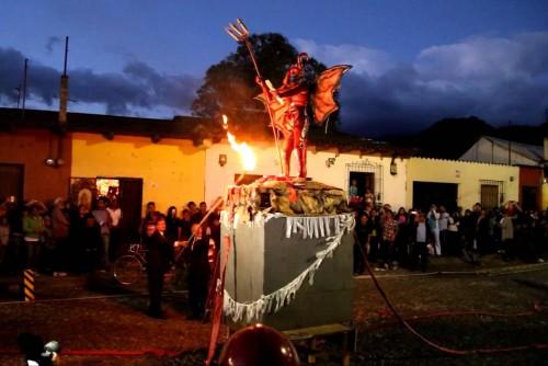 quema del diablo en guatemala fondo