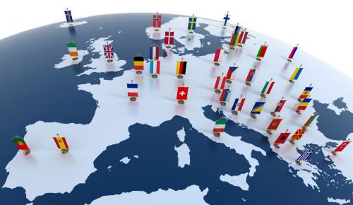 mapa de europa y banderas fondo
