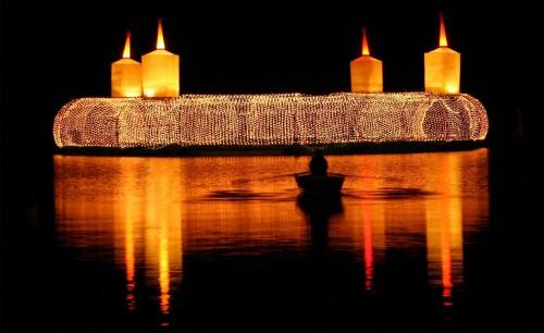 velas de adviento flotando fondo