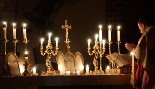 misa con velas