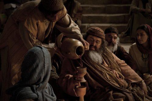 israelitas antiguo tomando vino
